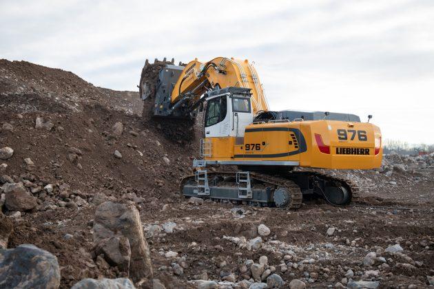 Liebherr crawler excavator 976